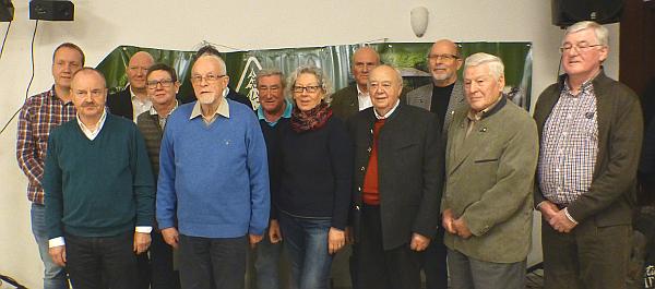 Die geehrten Mitglieder mit den neugewählten Vorstandsmitgliedern.